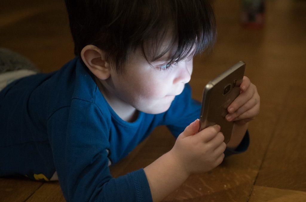 vigilance-enfant-smartphone