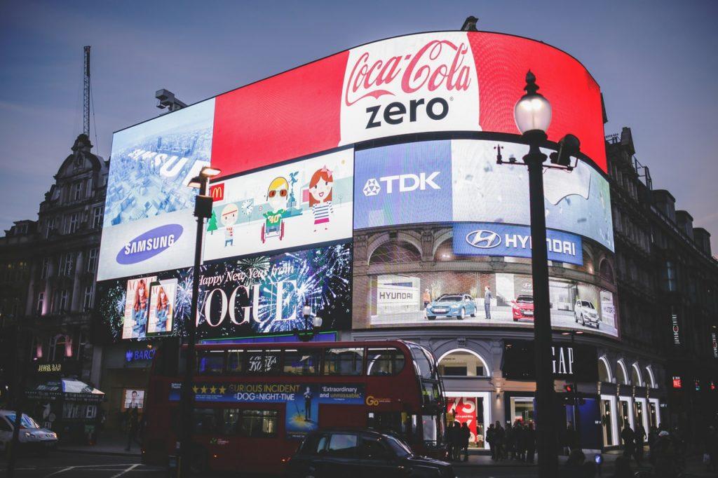 La publicité est partout dans le monde réel. Gagner un peu d'argent sur votre site en faisant de même !